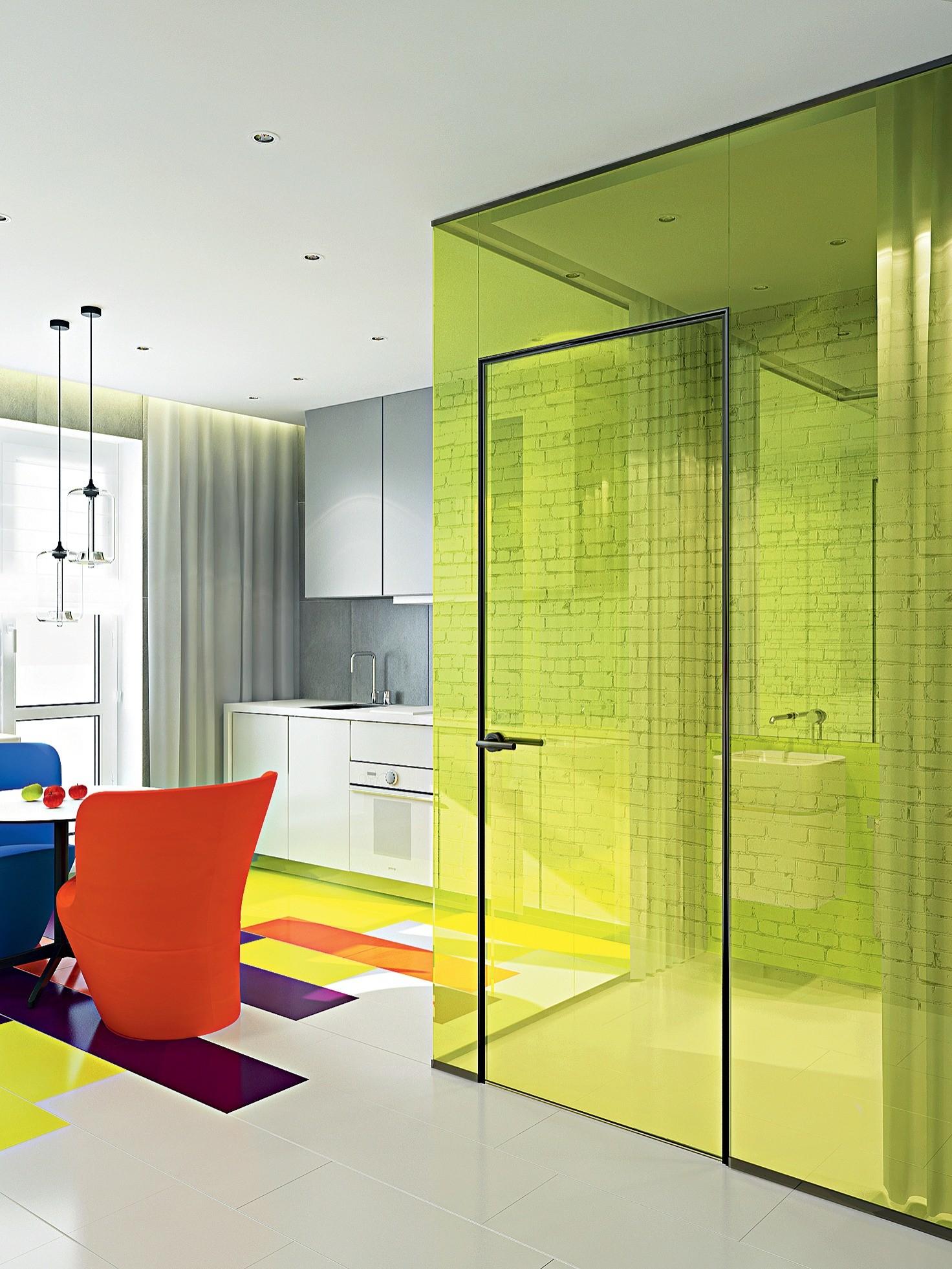 За счёт незначительной перепланировки, не затрагивающей несущие стены, дизайнеры предлагают зрительно увеличить небольшую площадь квартиры. Для этой цели ненесущие перегородки между спаль...
