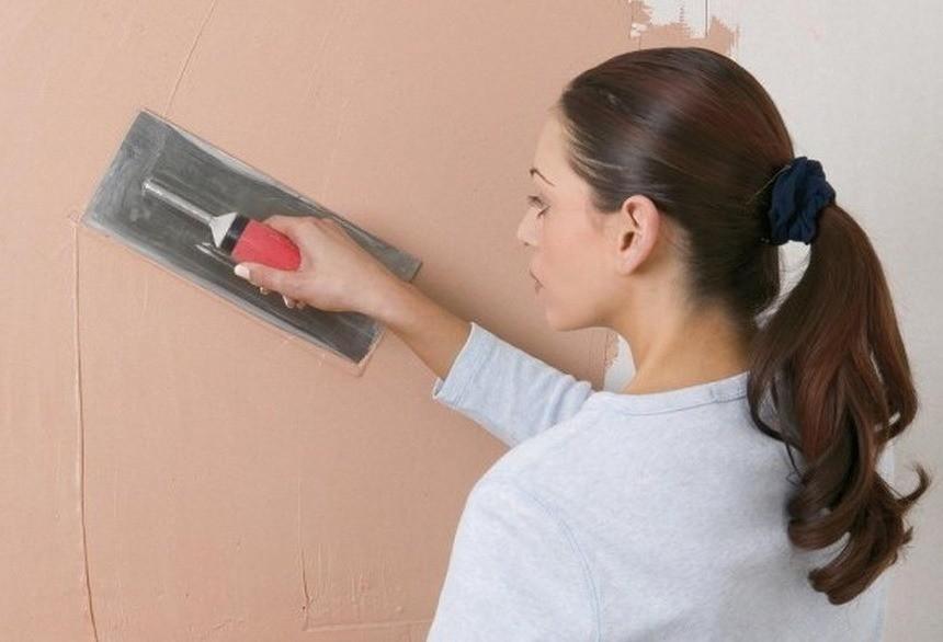 Какую шпаклевку выбрать для стен под обои: подробная инструкция для домашнего мастера
