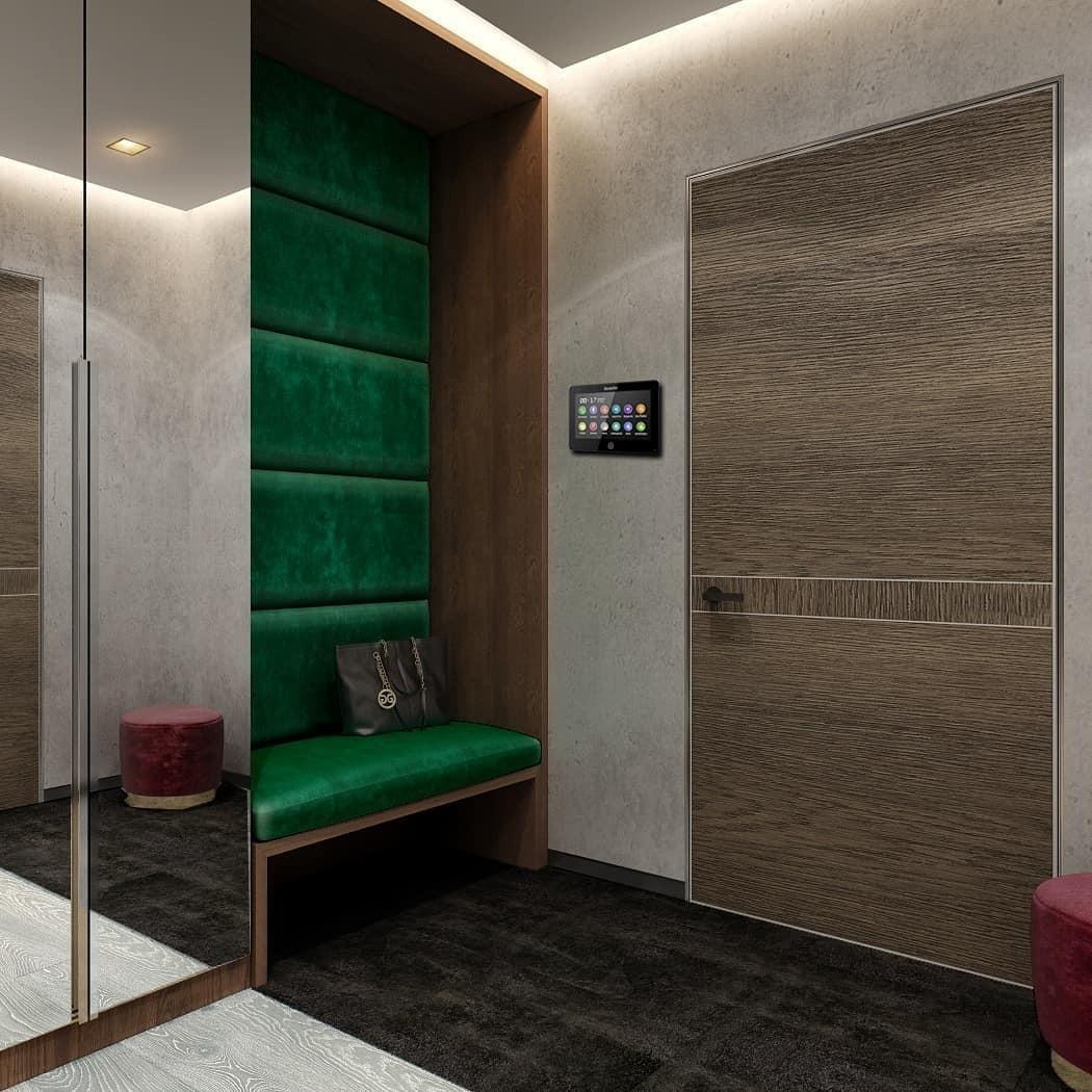 Просто скамья зелёного цвета, но как она преображает прихожую!