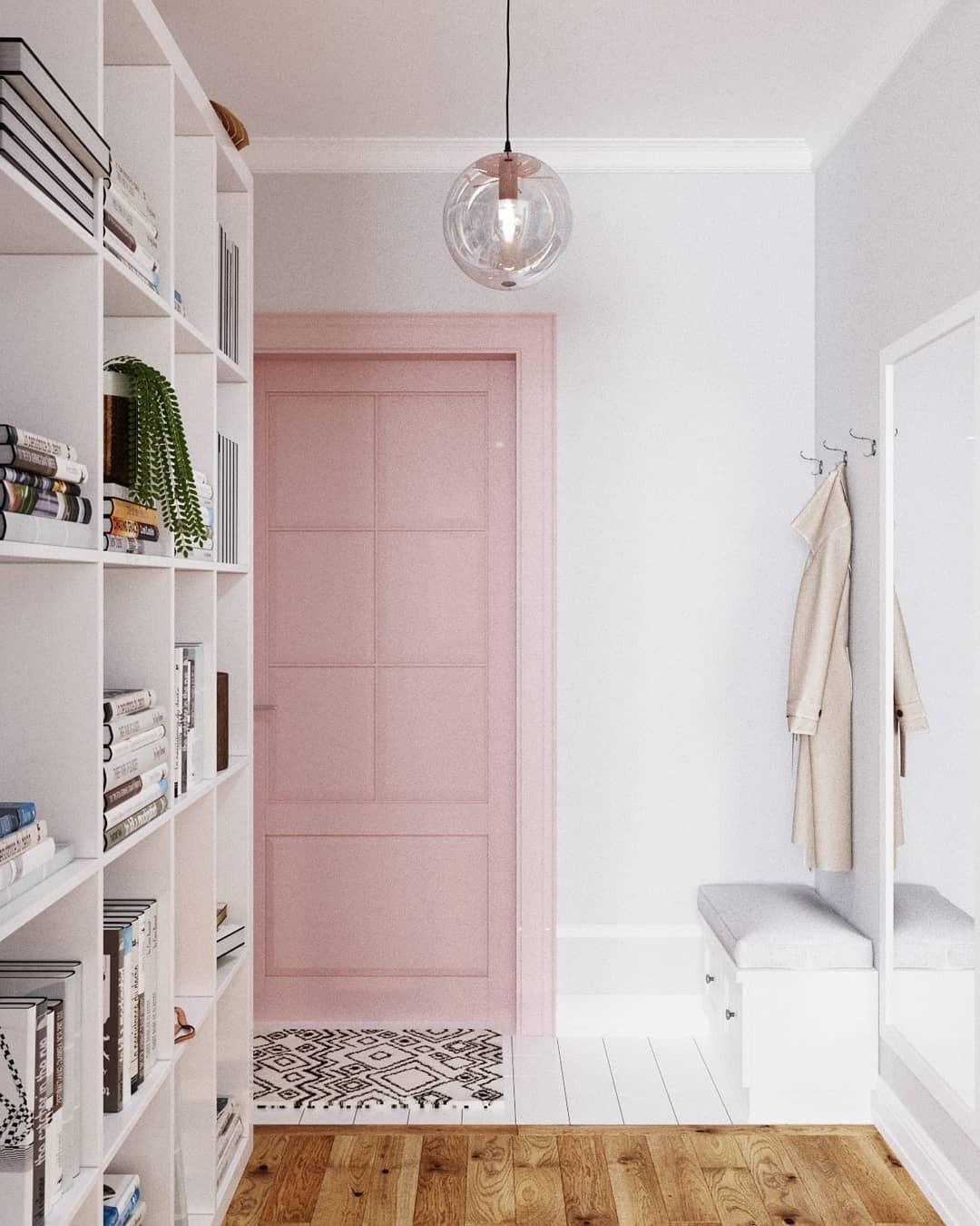 Лучше сразу выбирать цветную дверь, а не перекрашивать её: не все материалы просто покрасить