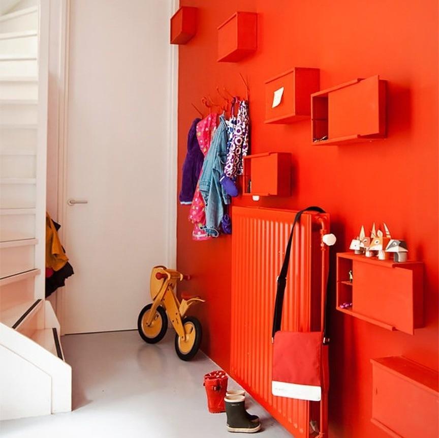 Можно пойти дальше и подобрать декор и мебель в цвет стен
