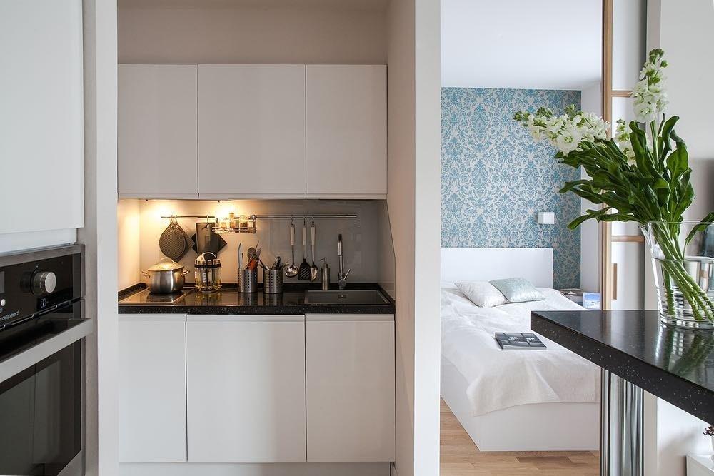 Кухня в коридоре: за и против + 40 примеров