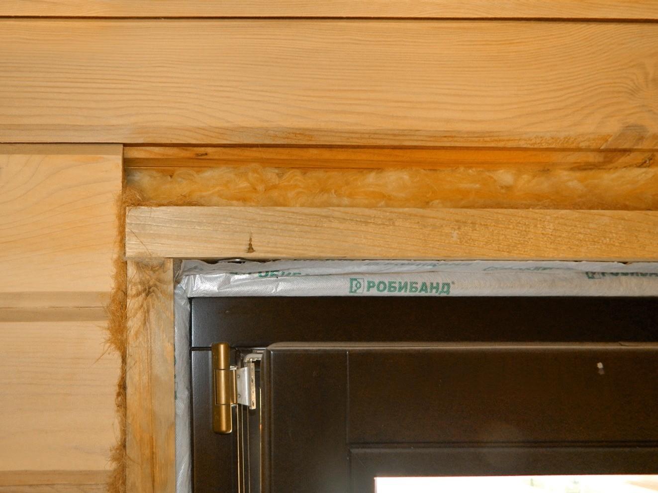 Обсадные коробки не мешают усадке и при этом гарантируют сохранение правильной геометрии стен. Над верхней перемычкой обсады оставляют компенсационный зазор (4 % от высоты проёма), которы...