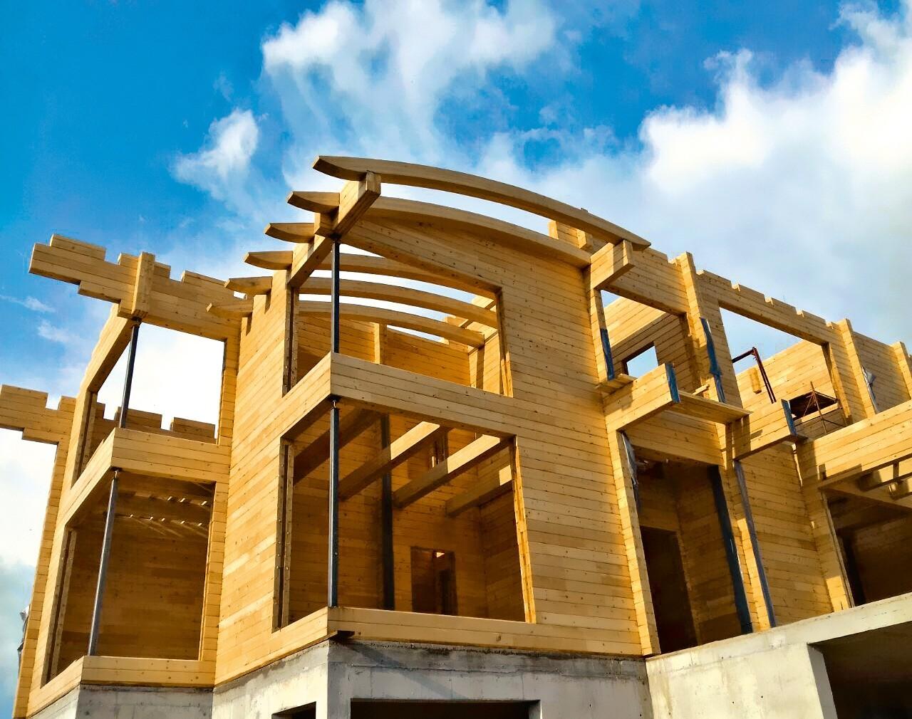 Ведущие компании могут изготовить гнуто-клеёные конструкции для радиусных  элементов  фасадаили крыши  здания. При этом, чтобы выполнить современные требования к качеству строительства,...