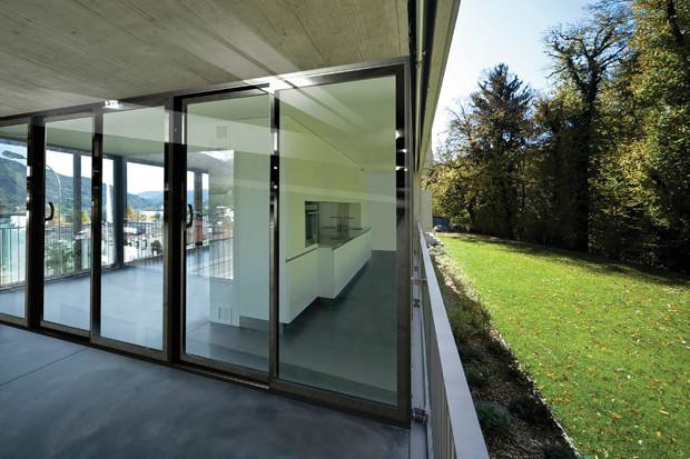 Прозрачные стены в доме: 3 современных варианта исполнения