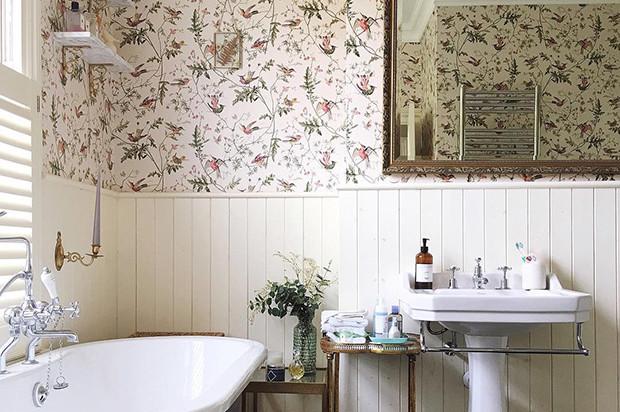 Обои в ванной: особенности отделки и 10 оригинальных примеров