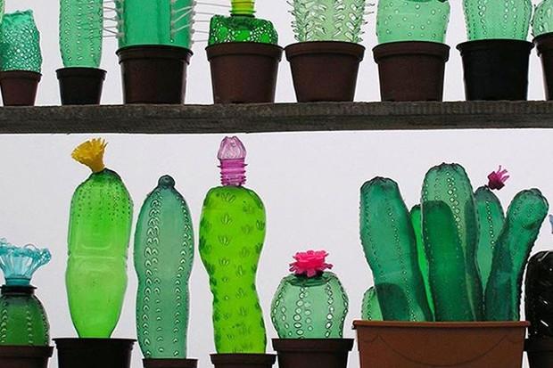 Поделки из бутылок своими руками: 6 классных и простых идей для сада