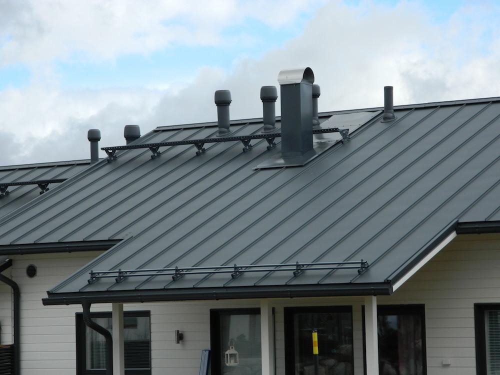 Протекает крыша: что делать и как этого избежать