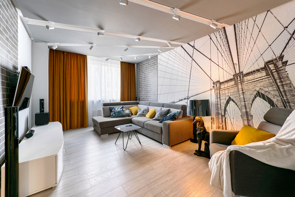 Квартира в Калининграде: серая трёшка с жёлтыми акцентами