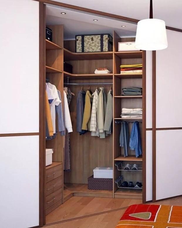 Даже если по размерам имеющаяся мебель подойдет, демонтаж и монтаж на новом месте все равно потребует значительных усилий и/или затрат.