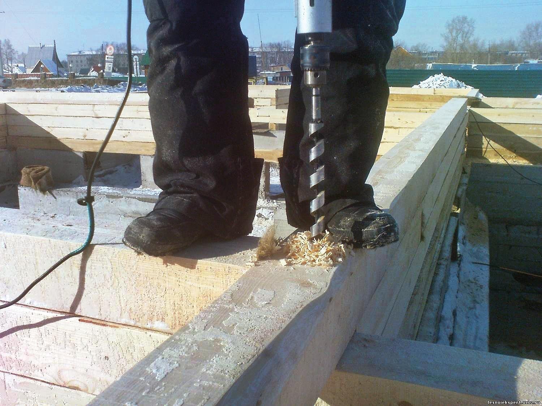 Не все инструменты хорошо работают на морозе. Например, ушуруповёртов на холоде падает ёмкость батарей иприходится чаще менять аккумуляторы. Поэтому строители используют проводные инстр...