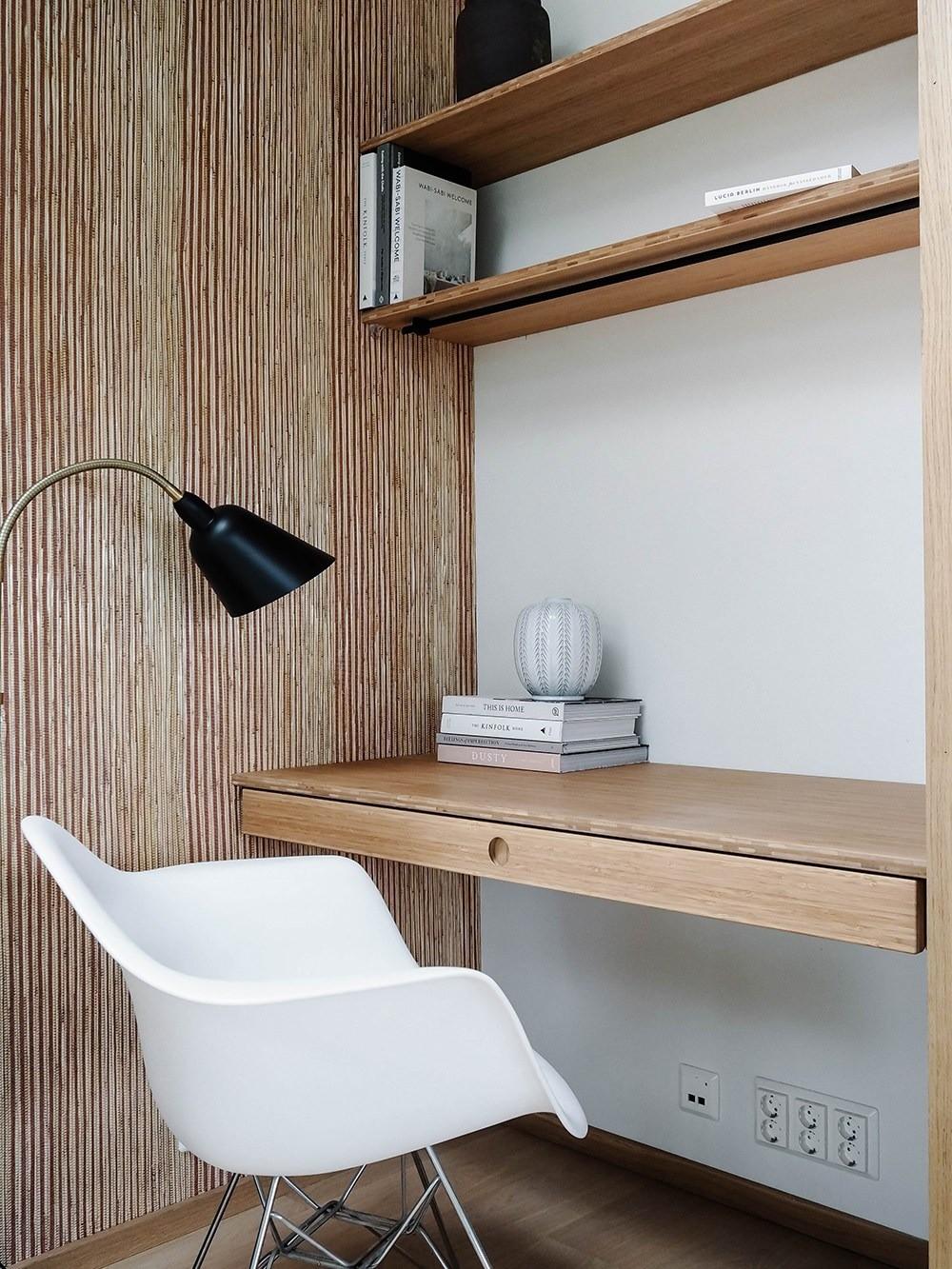 Не особо сложен в уходе, поможет создать оригинальную акцентную стену (решив проблему зонирования) и впишется в большинство современных интерьерных стилей.