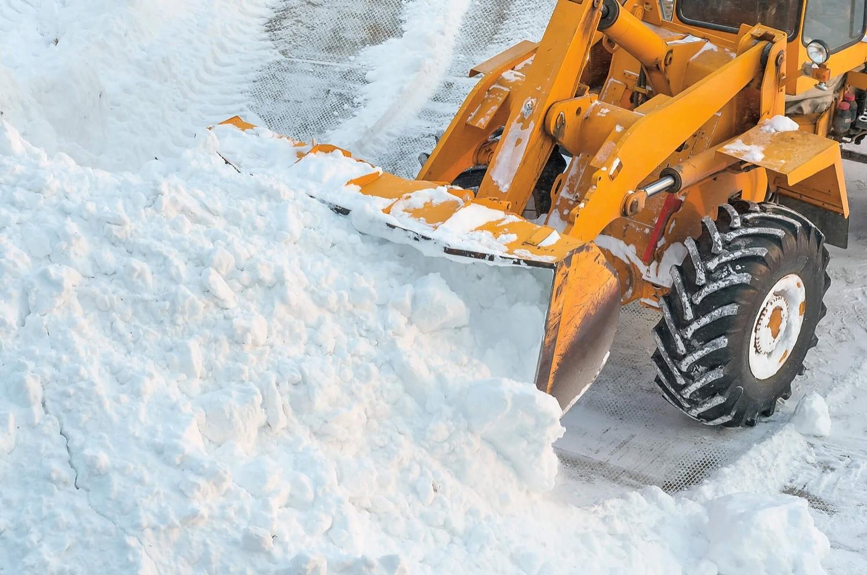 Зимой всегда можно расчистить дорогу и подъехать участку в отличие от сильно дождливой весны или осени—в этом случае стройка может неожиданно застопориться