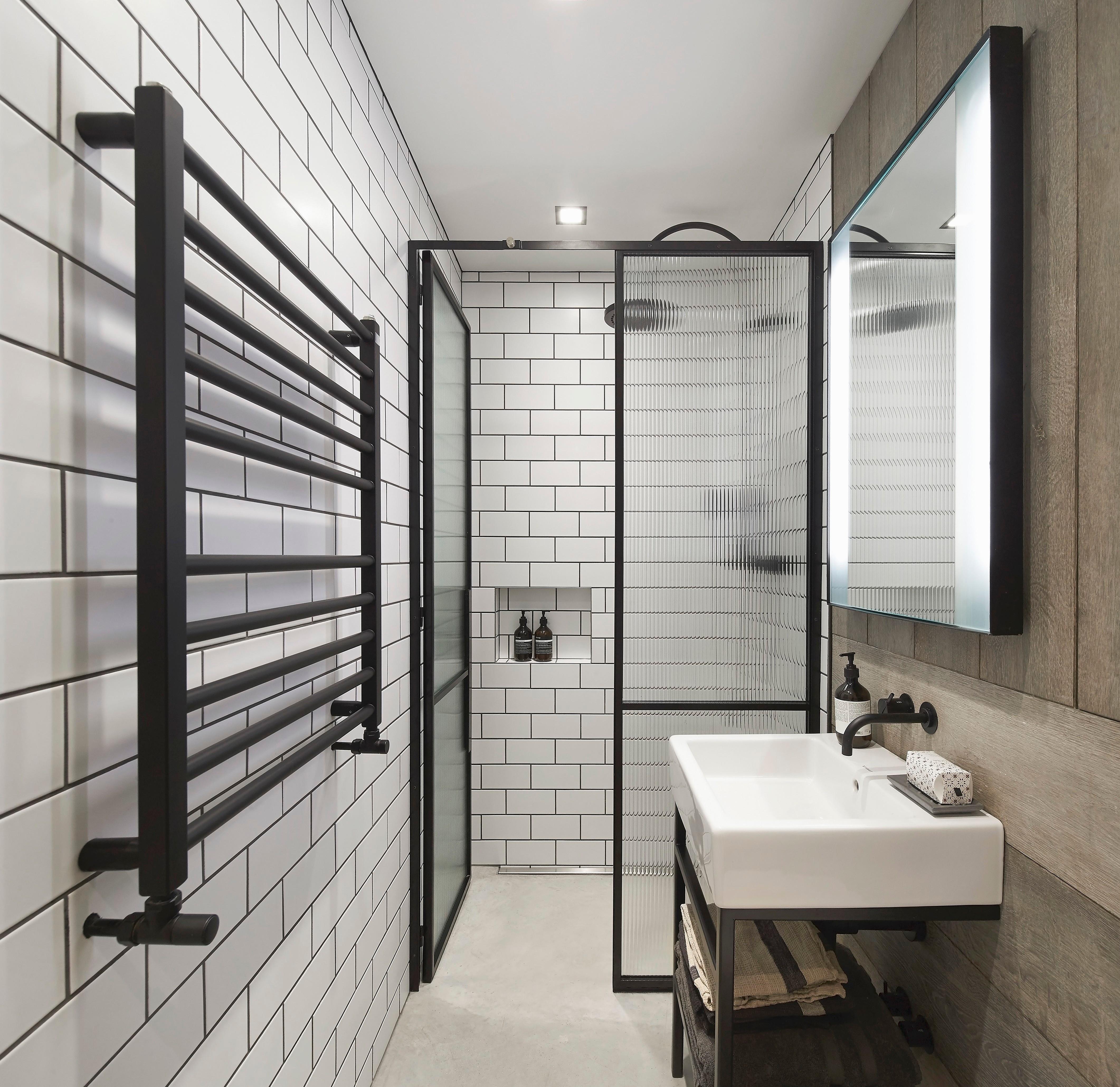 Ванная комната в стиле лофт: гид по выбору материалов и аксессуаров