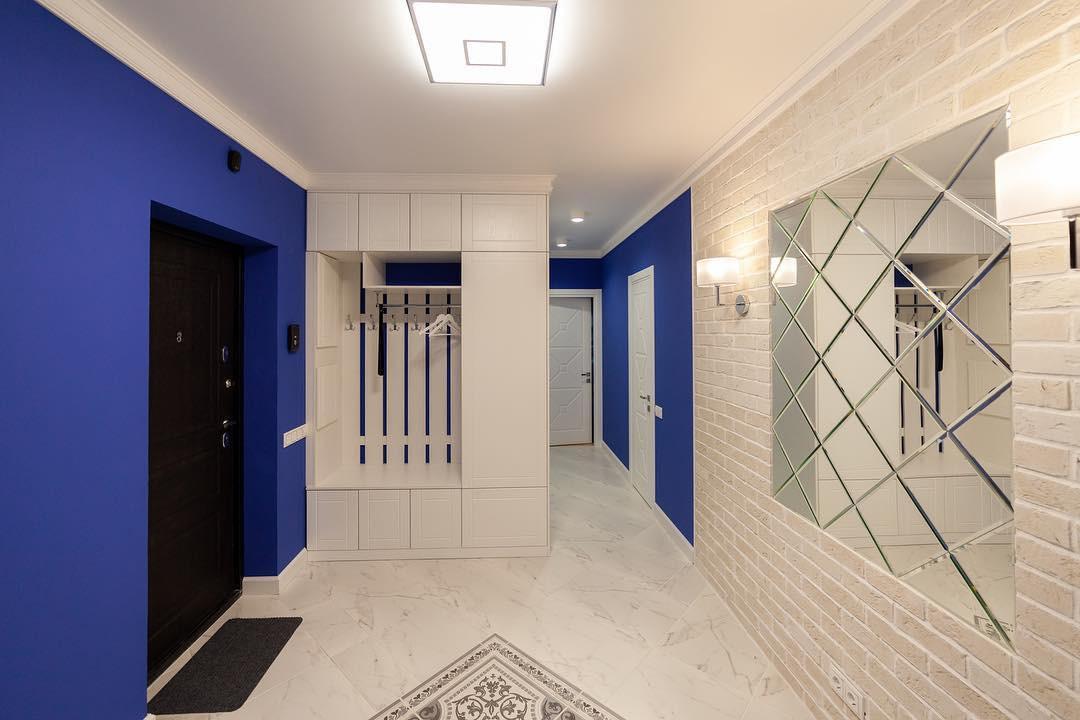 Выбираем натяжной потолок в коридор: виды и варианты дизайна с фото