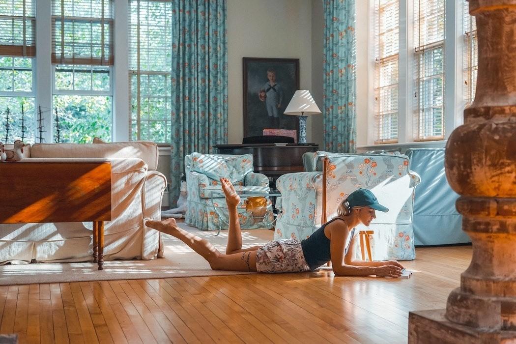Зонирование комнаты на спальню и гостиную: 10 доступных вариантов