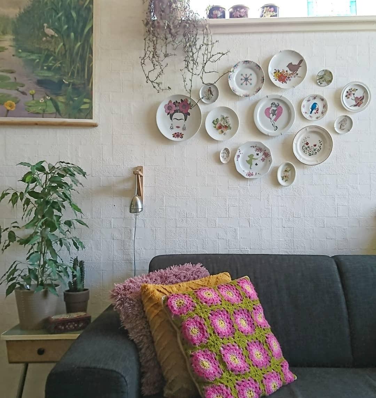 5 лучших способов украсить стену декоративными тарелками
