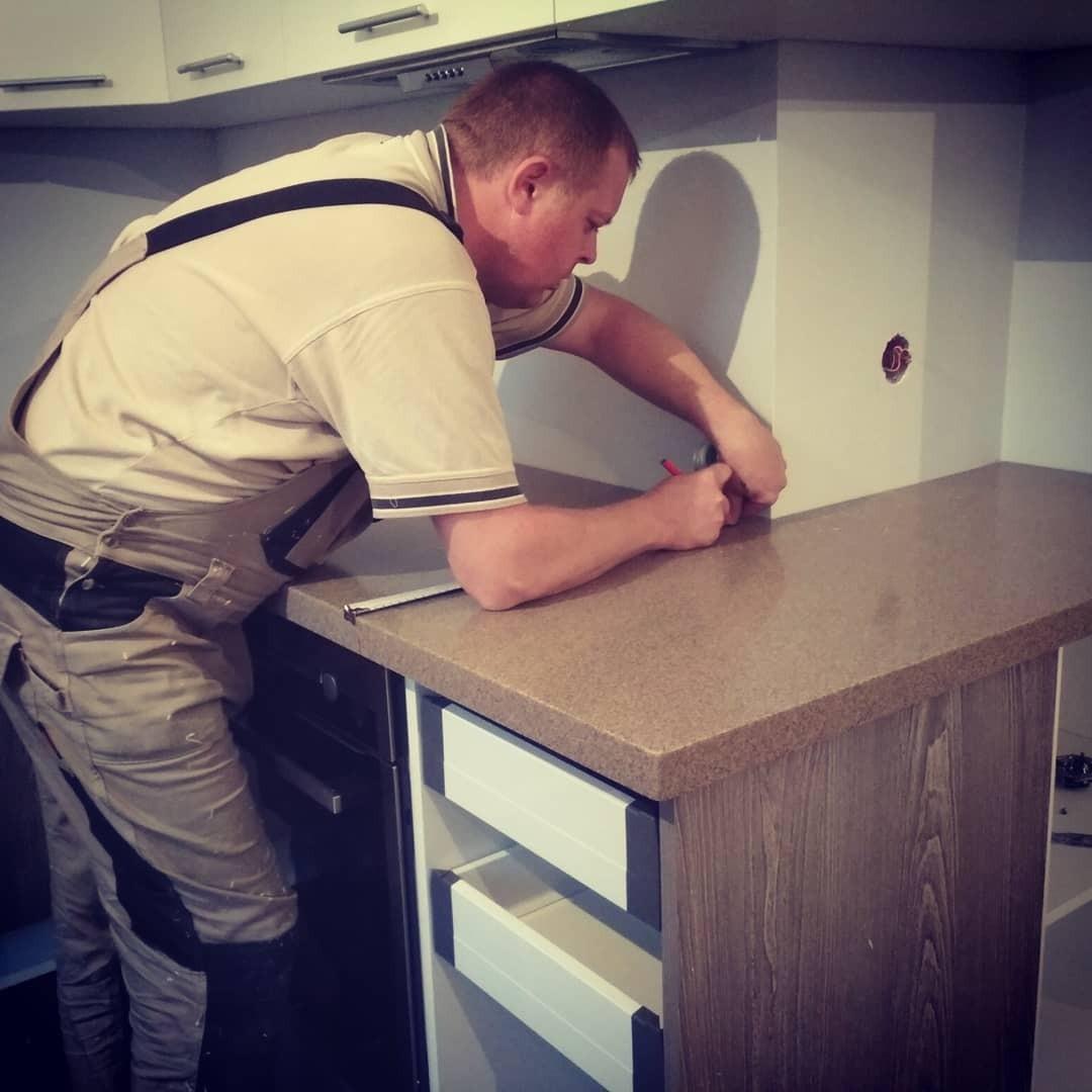 Установка столешницы на кухне: подробная пошаговая инструкция