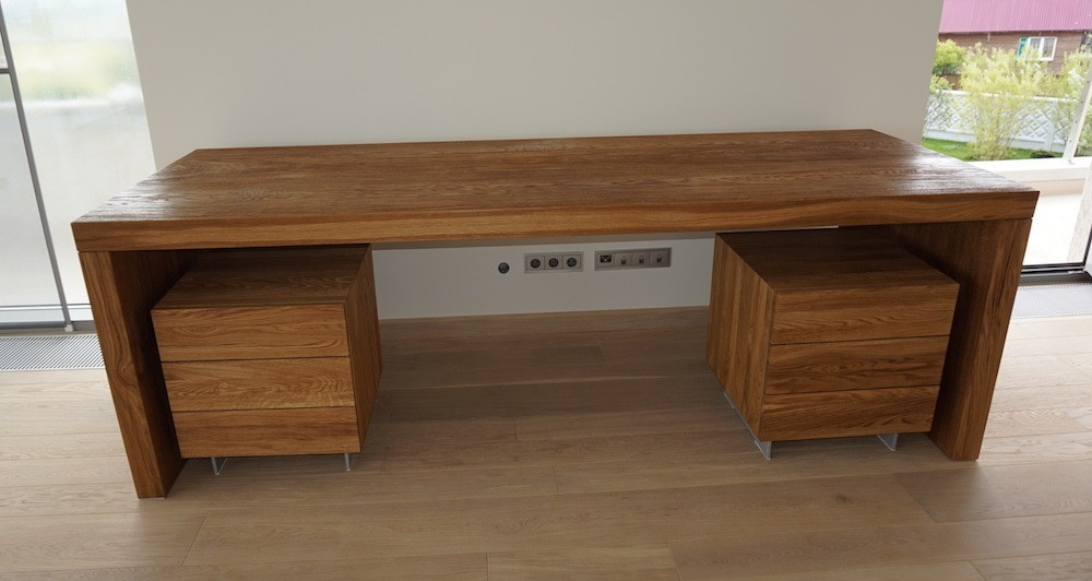Только из клеёной древесины можно изготовить такой большой письменный стол