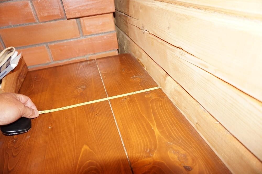 Столешница длябара растрескалась— приизготовлении мы взяли доски изнеотапливаемого помещения с влажностью 15%