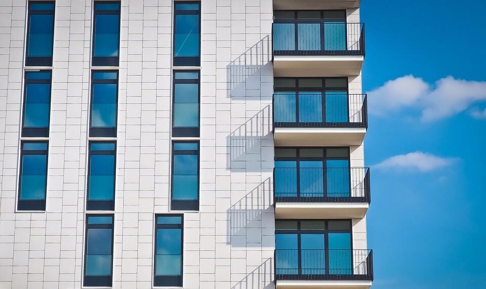 Россиянам запретили жарить шашлык на балконах (курить все-таки можно!)