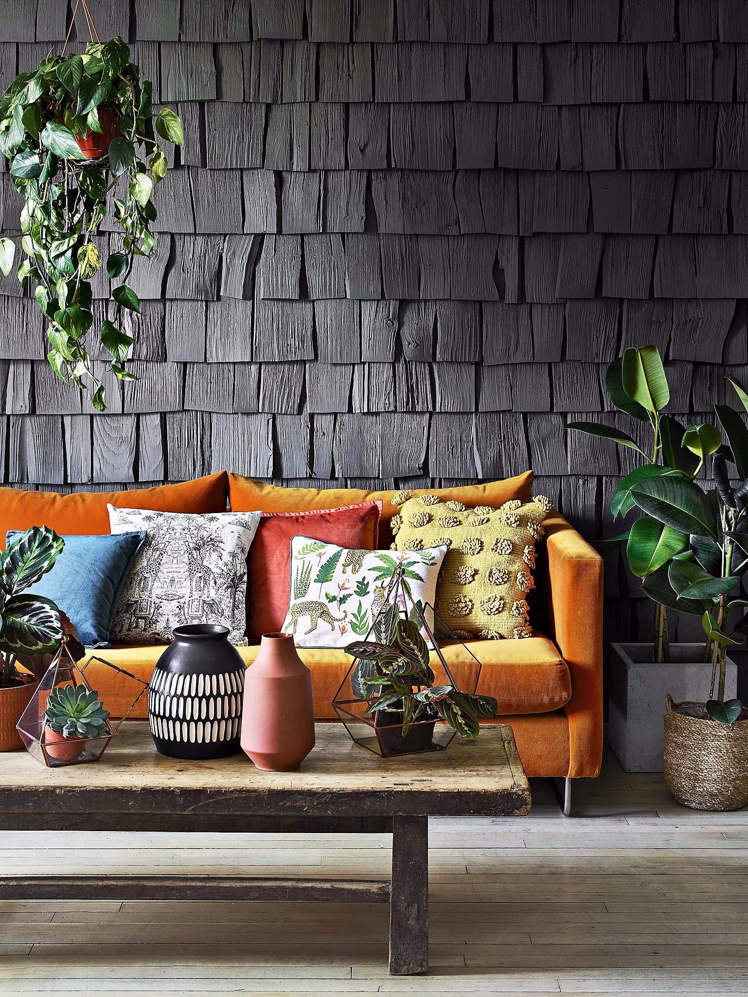 18 красивых вещей для дома в дымчато-чёрном — трендовом цвете этой осени