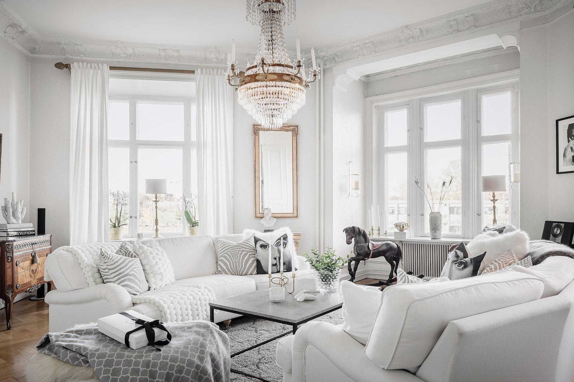 Белая обивка мебели: за и против