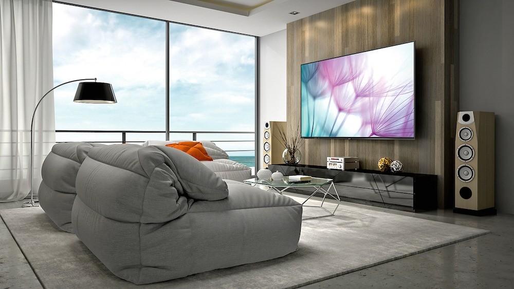 Яркость экрана 8К-телевизора Sharp д&...