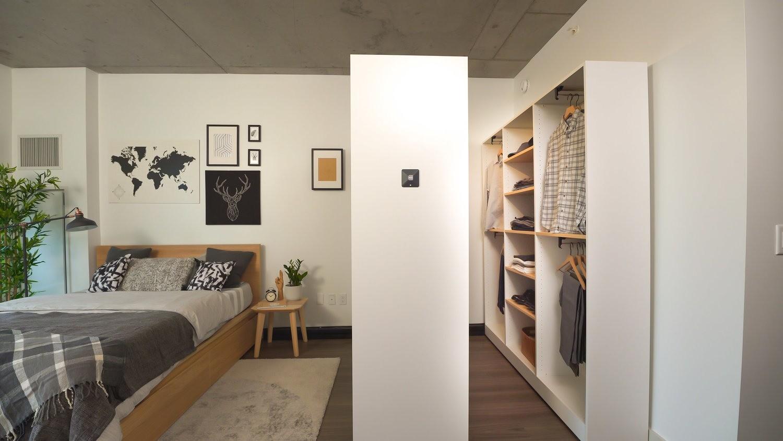 Умный гардероб, рулонный телевизор и ещё 4 потрясающие новинки для комфортного дома