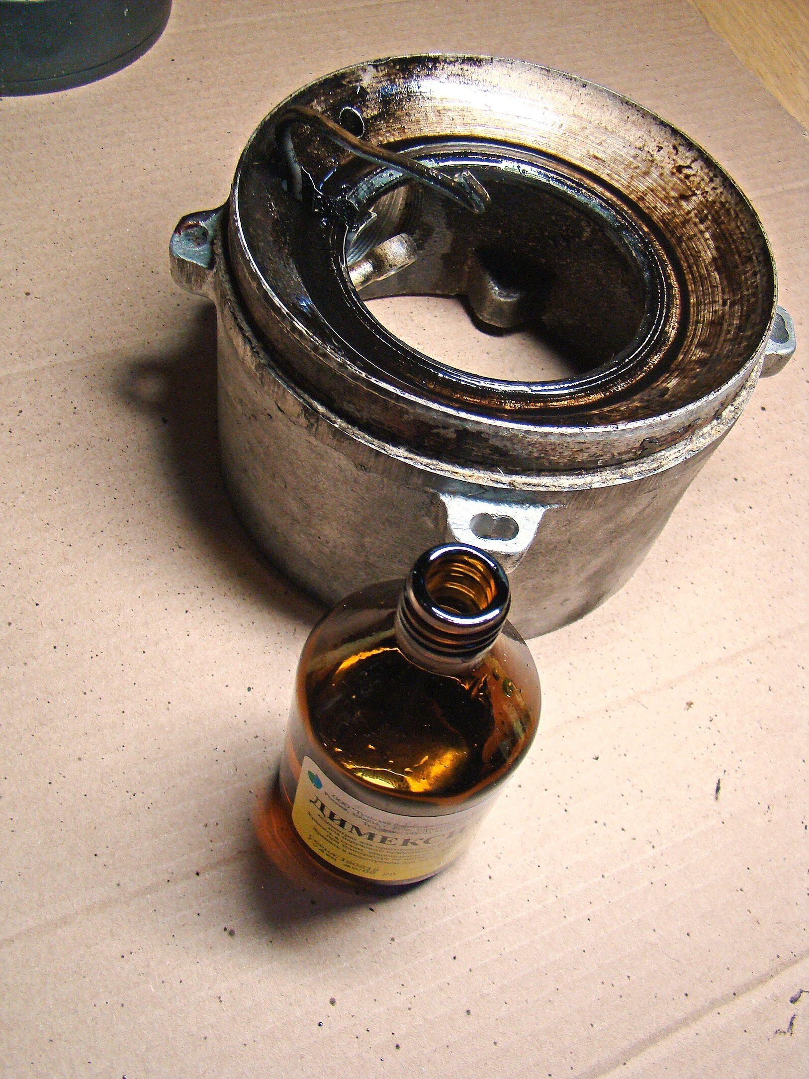Тестируем димексид: можно ли с его помощью удалить нагар и монтажную пену