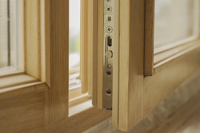 Как утеплить деревянные окна: 5 бюджетных способов и шведская технология утепления