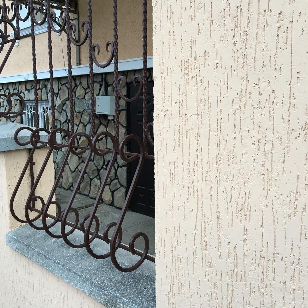 Отделка фасадов домов штукатуркой короед: идеи дизайна на фото