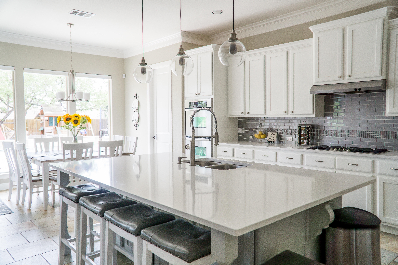 Как установить вытяжку на кухне: инструкция для начинающих мастеров