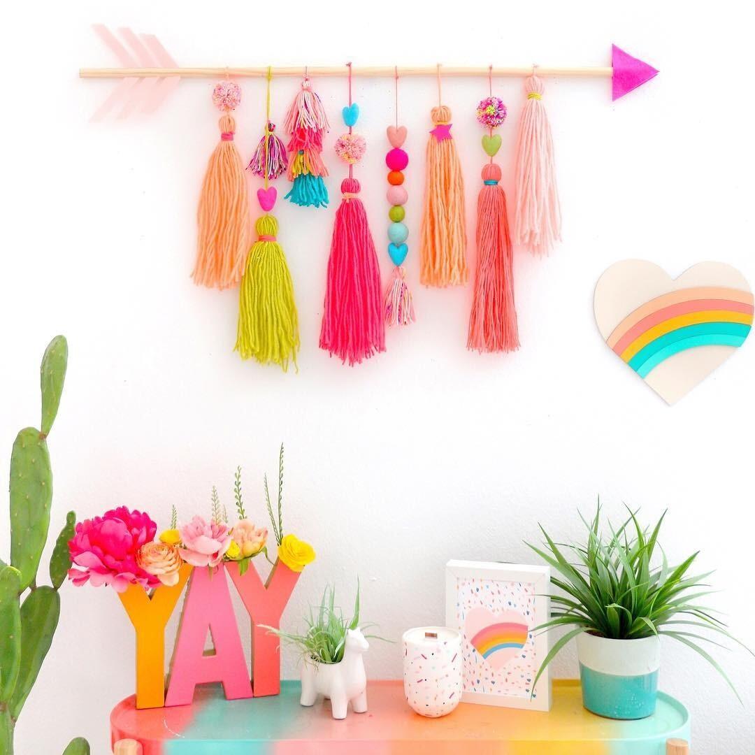 Красивые идеи декорирования стен своими руками и подручными средствами