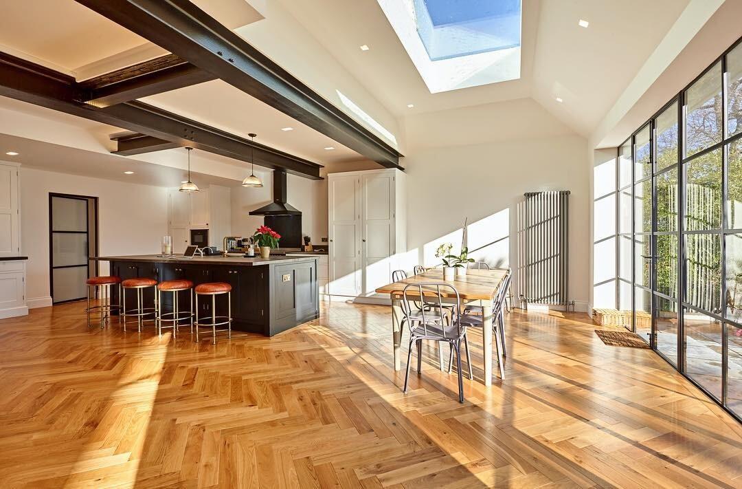 Балки на потолке в интерьере: 46 фото вариантов использования