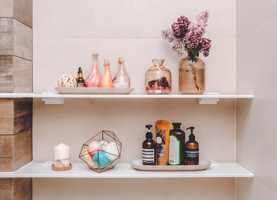Открытое хранение в ванной: 7 вдохновляющих идей