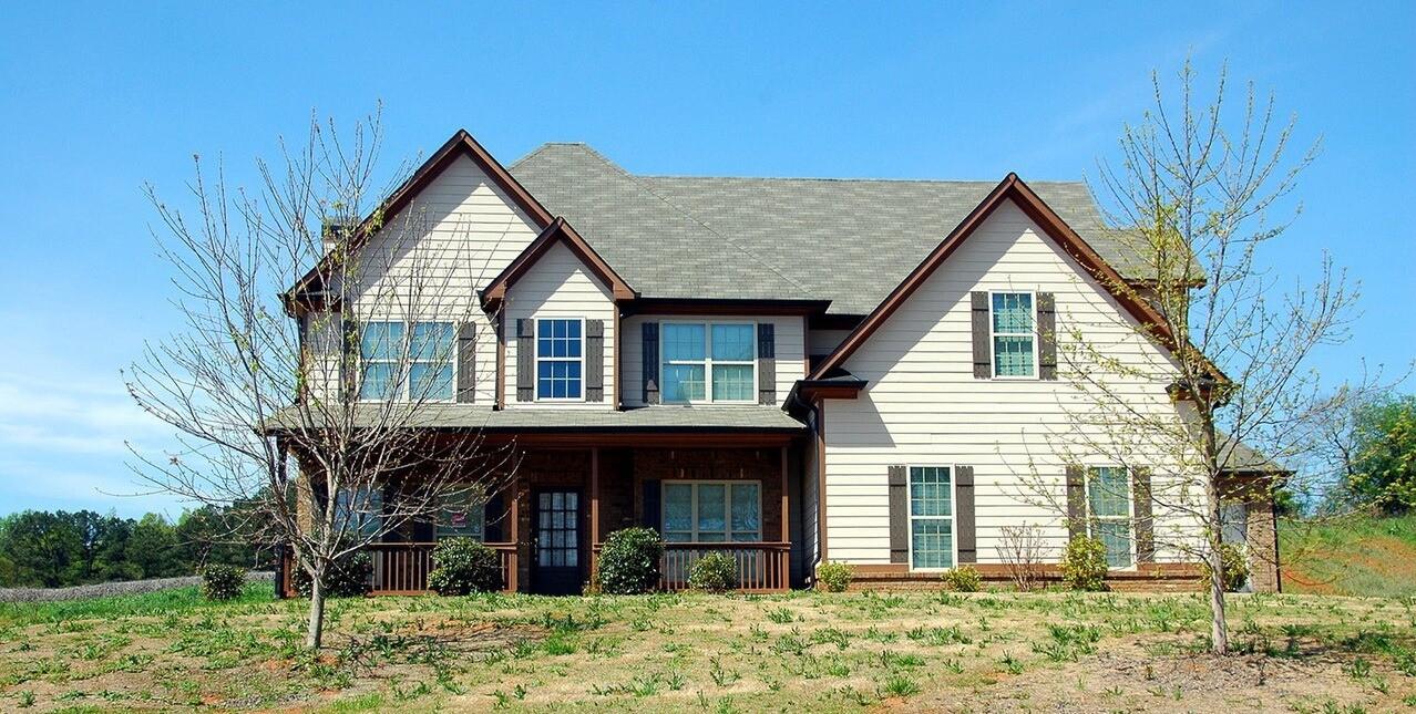 Чем лучше крыть крышу в частном доме: обзор плюсов и минусов материалов