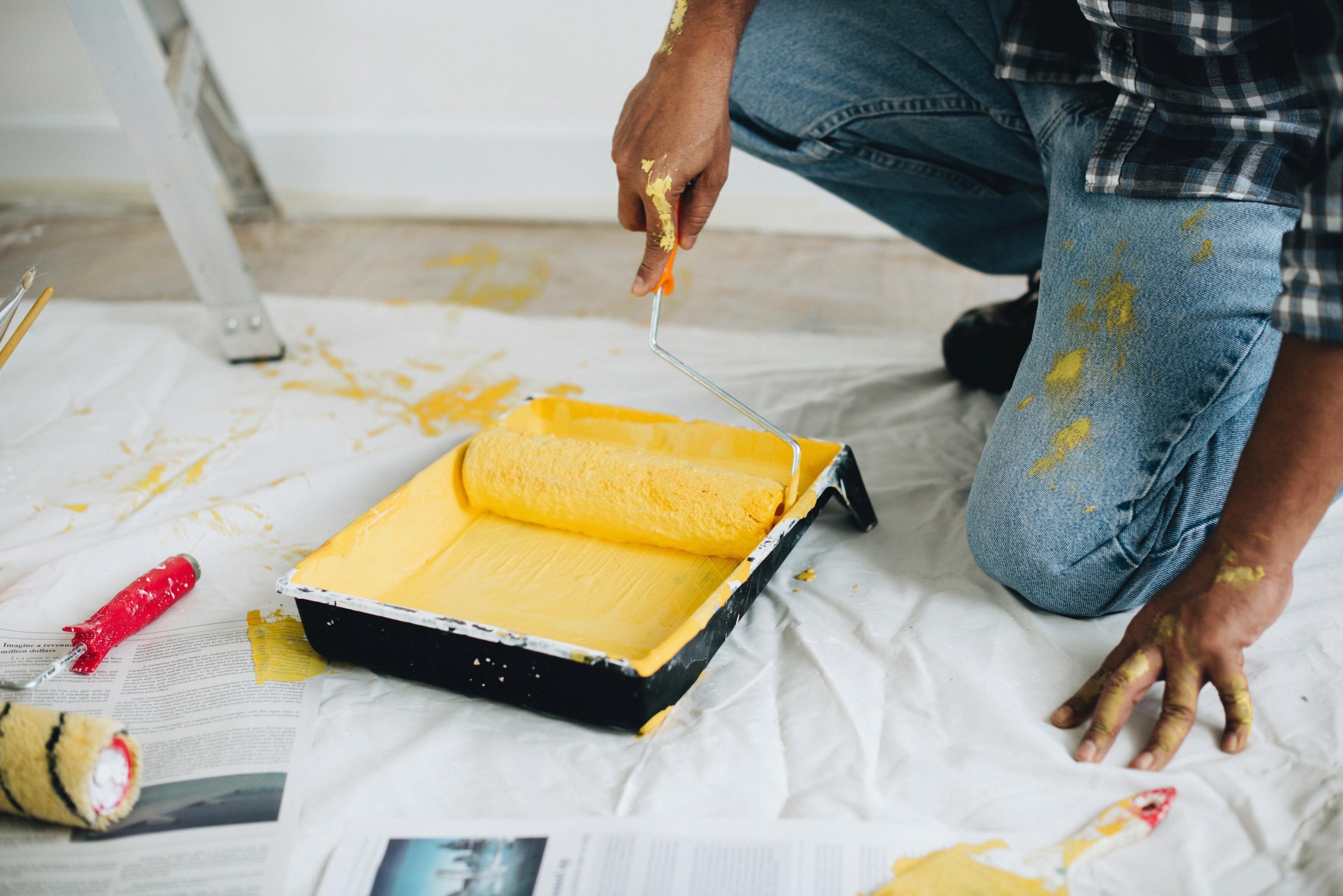 Какую краску выбрать для потолка: разбираемся с составом и свойствами