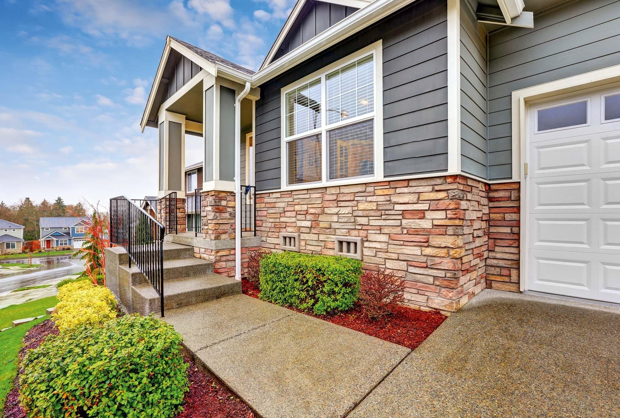 Комбинированные дома: особенности строительства из камня и дерева
