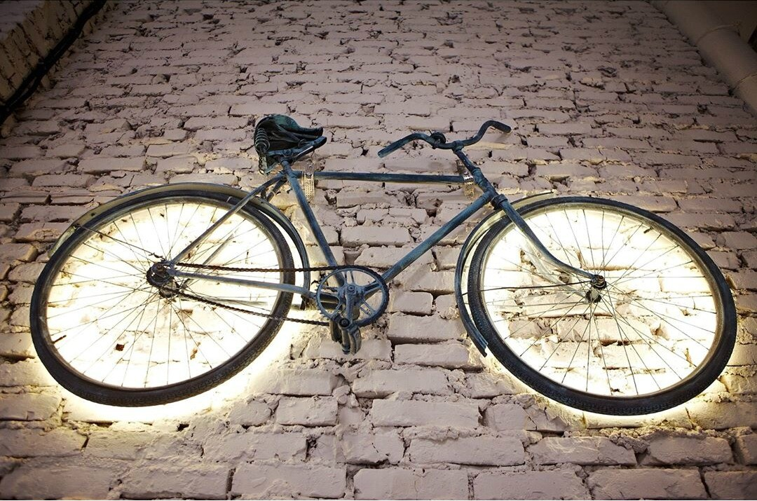 Велосипед-светильник, органайзер из игрушки и еще 6 вариантов декора своими руками