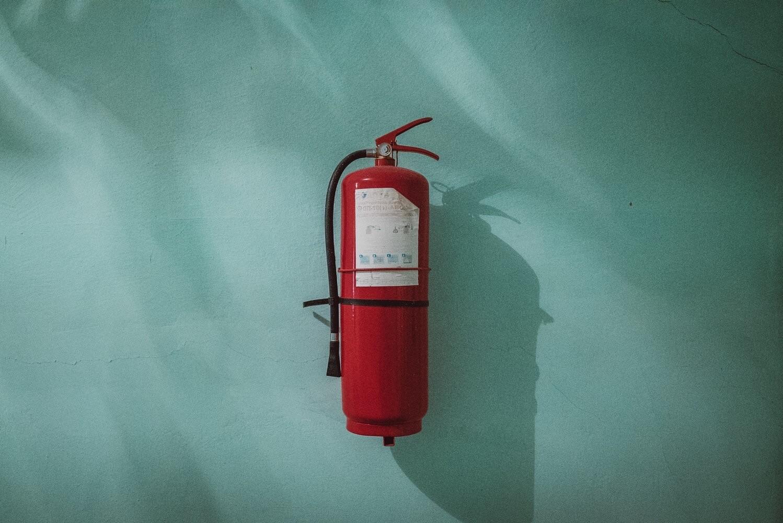 Выбираем огнетушитель для дачи: 5 важных вопросов, на которые нужно ответить перед покупкой