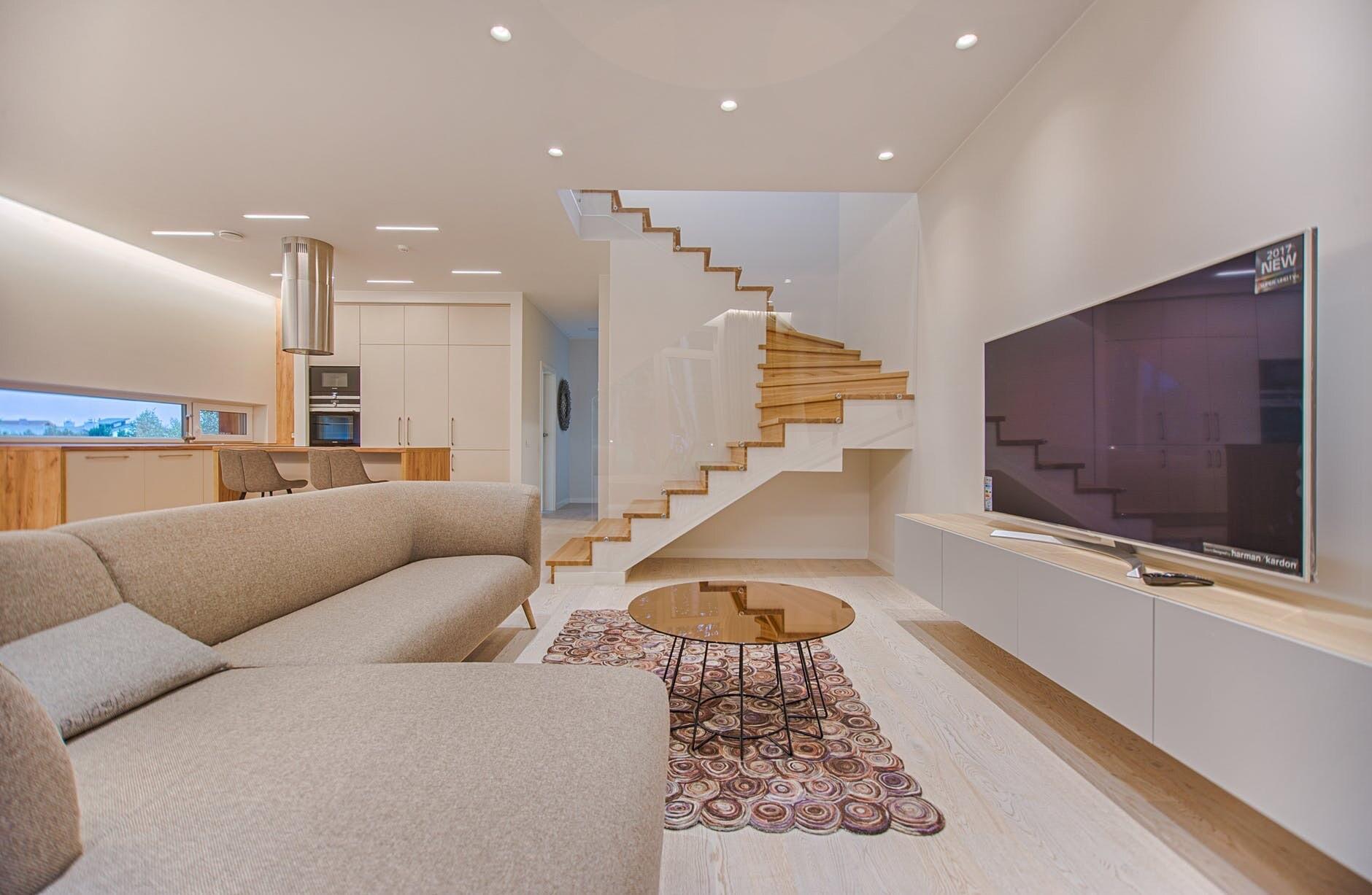 Создаем дизайн гостиной в стиле минимализм: советы по подбору отделки, мебели и декора
