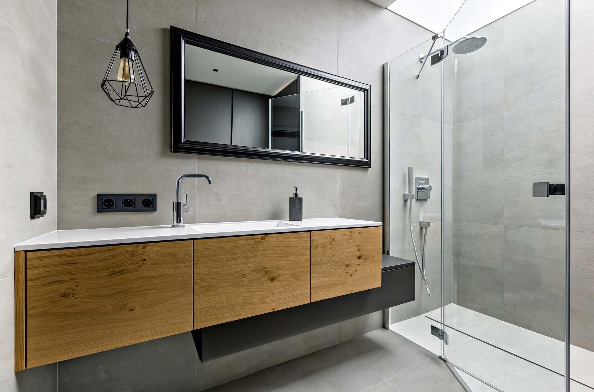 Электробезопасность в ванной: как правильно выбрать УЗО, розетки и выключатели