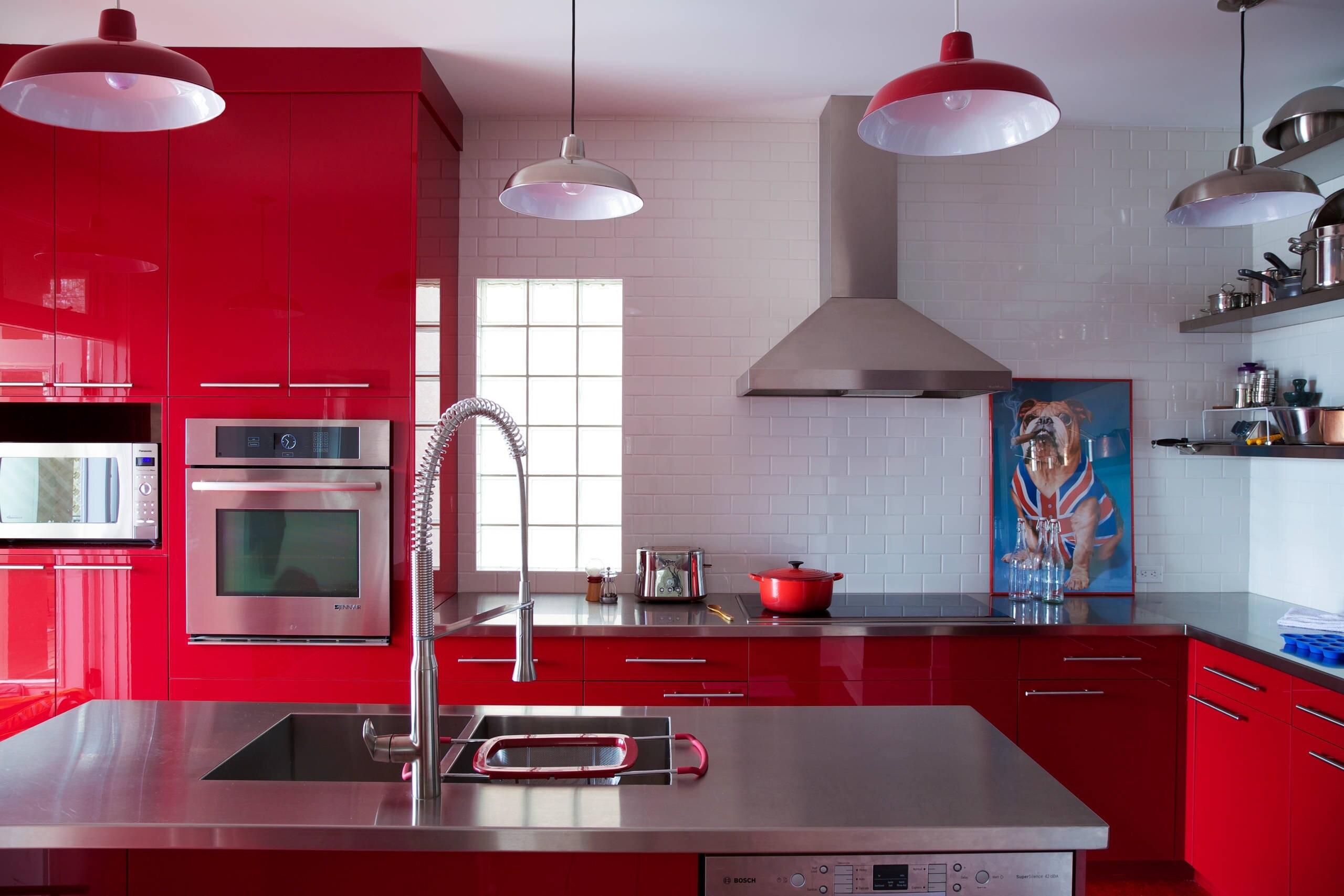 Дизайн красной кухни: 73 примера и советы по оформлению интерьера