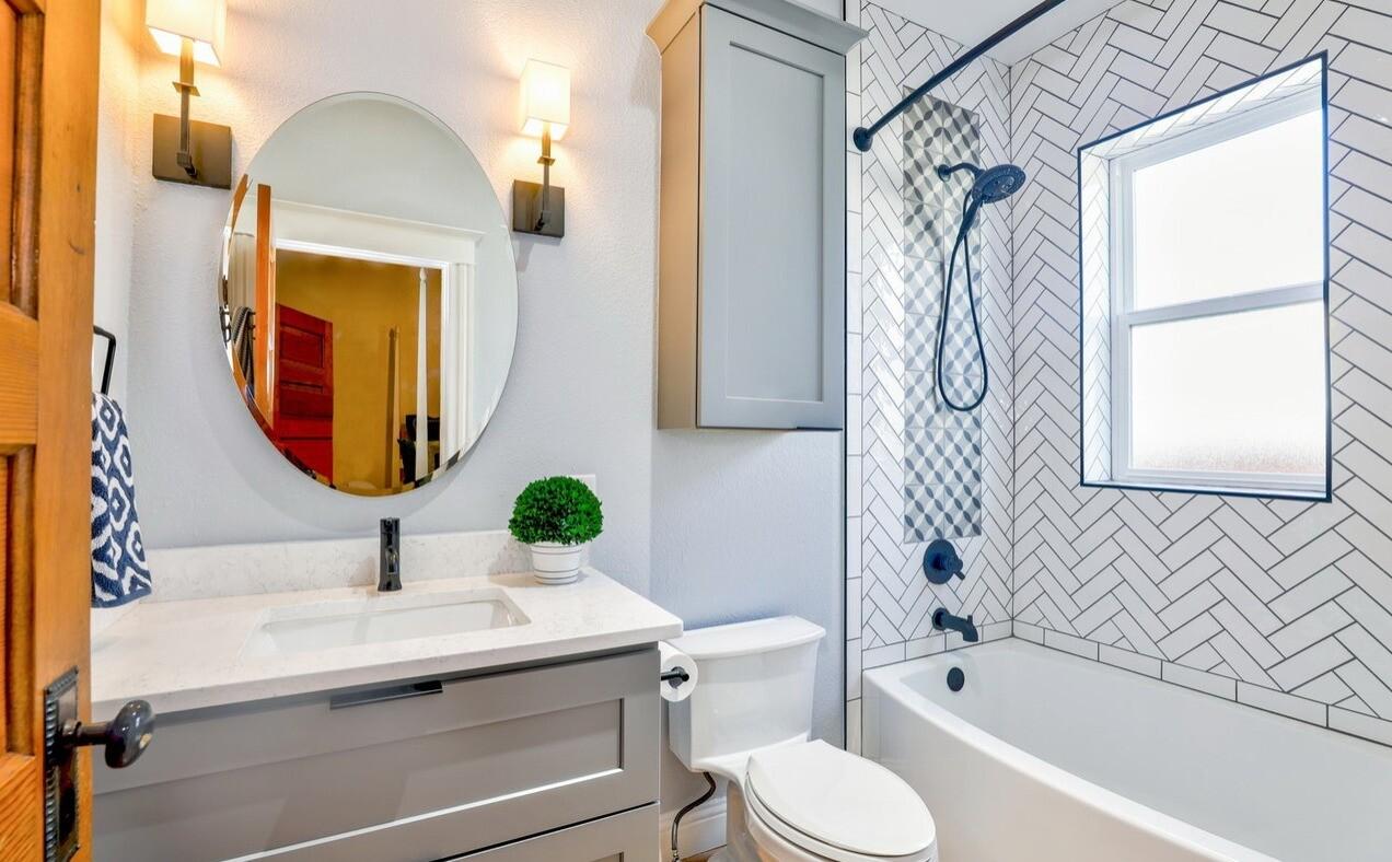 Как класть плитку в ванной: процесс от подготовки поверхности до затирки швов