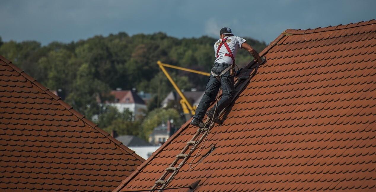 Протечка крыши: ремонт своими руками и полезные советы