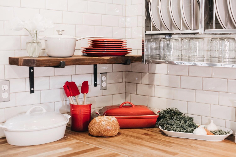 11 стильных аксессуаров для открытого хранения на кухне