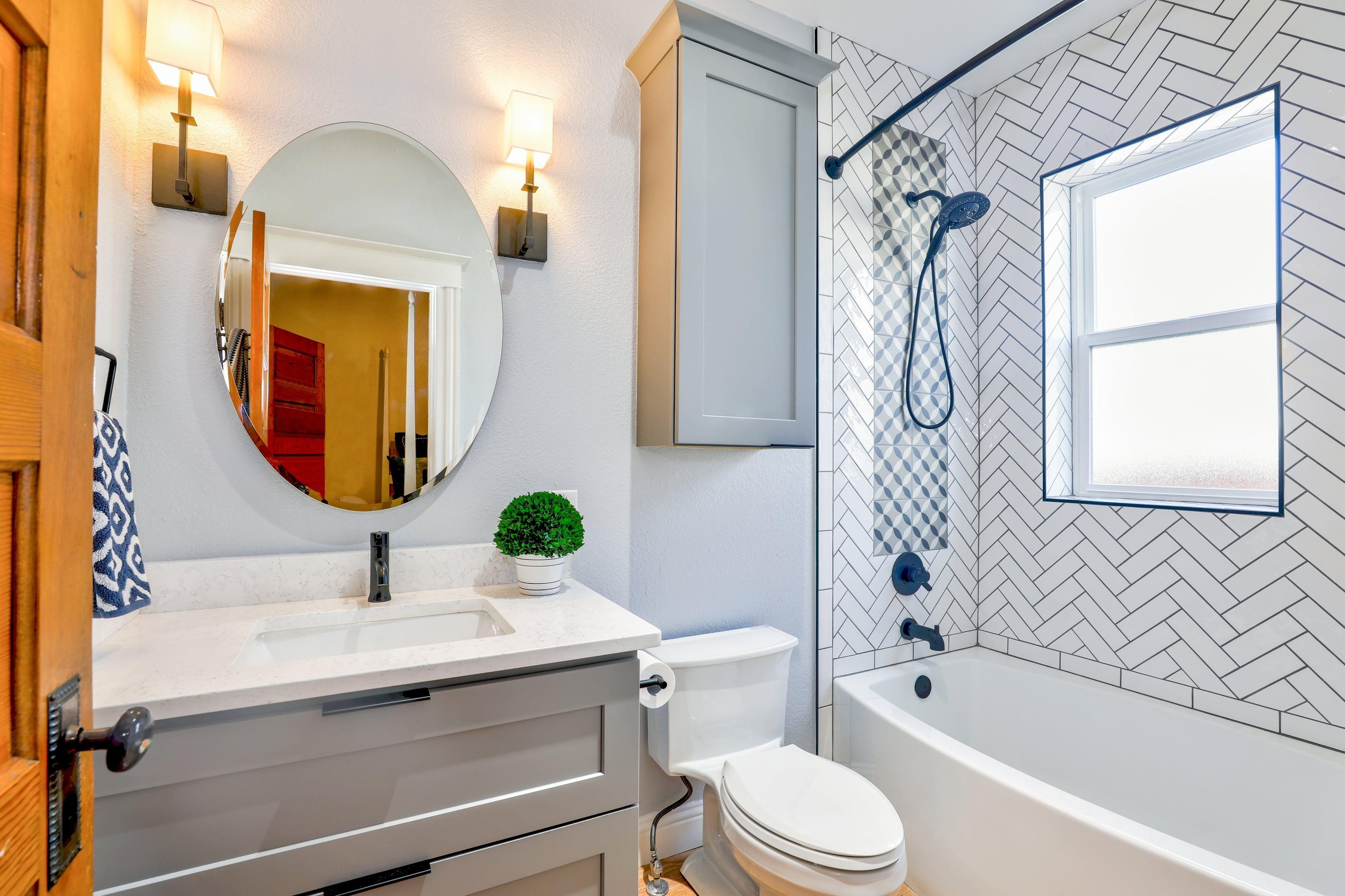 7 свежих идей для хранения в маленькой ванной