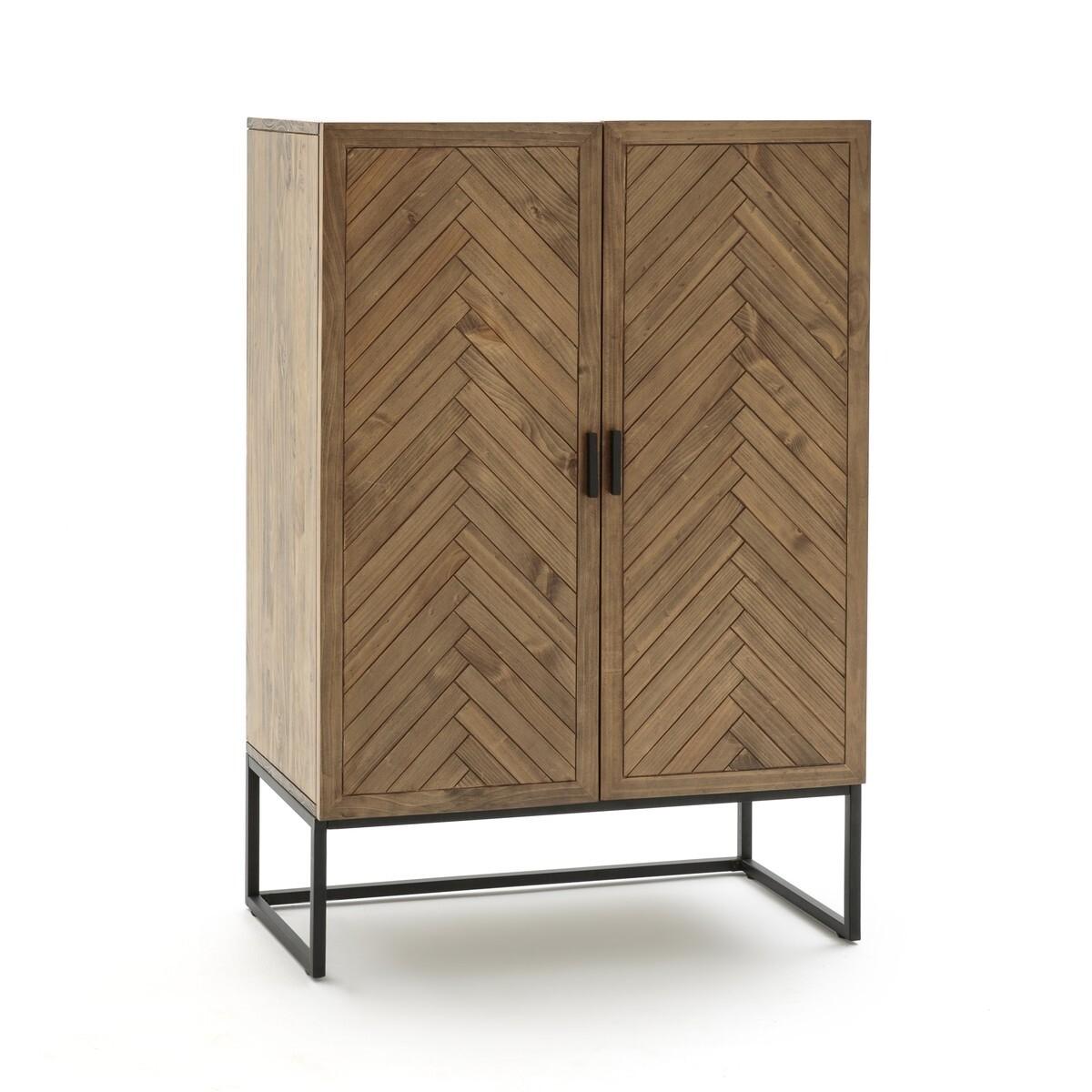 Дверцы шкафа покрыты шпоном со&...