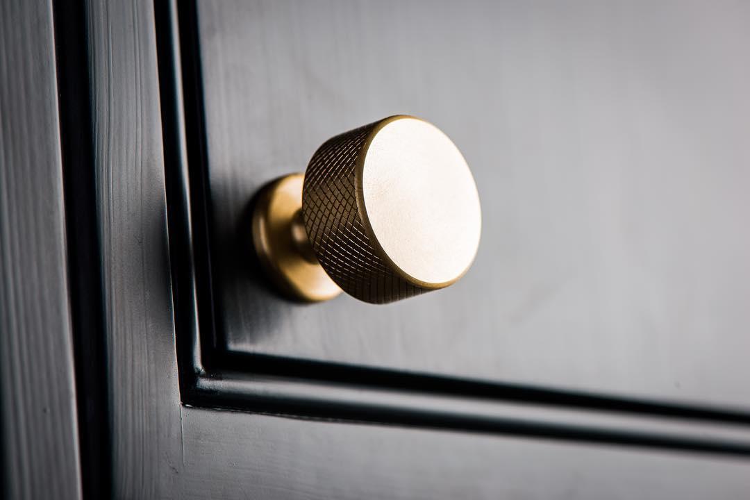 красивые дизайн интерьер стильные ручки для мебели фурнитура фото